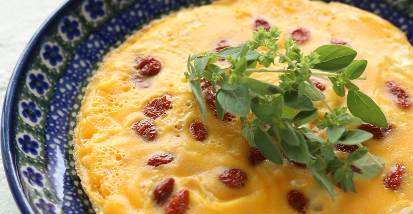 更年期症状ケアの薬膳「枸杞の実のオープンチーズオムレツ」